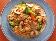 Stir-fried nooles with shrimp and pork