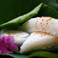 Banh Bo Hap - Steamed Honeycomb Rice Sponge Cake